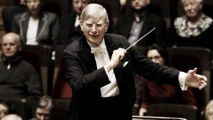 Herbert Blomstedt dirigerer DR Symfoniorkesteret til prisuddelingskoncerten. Screendump fra DR.